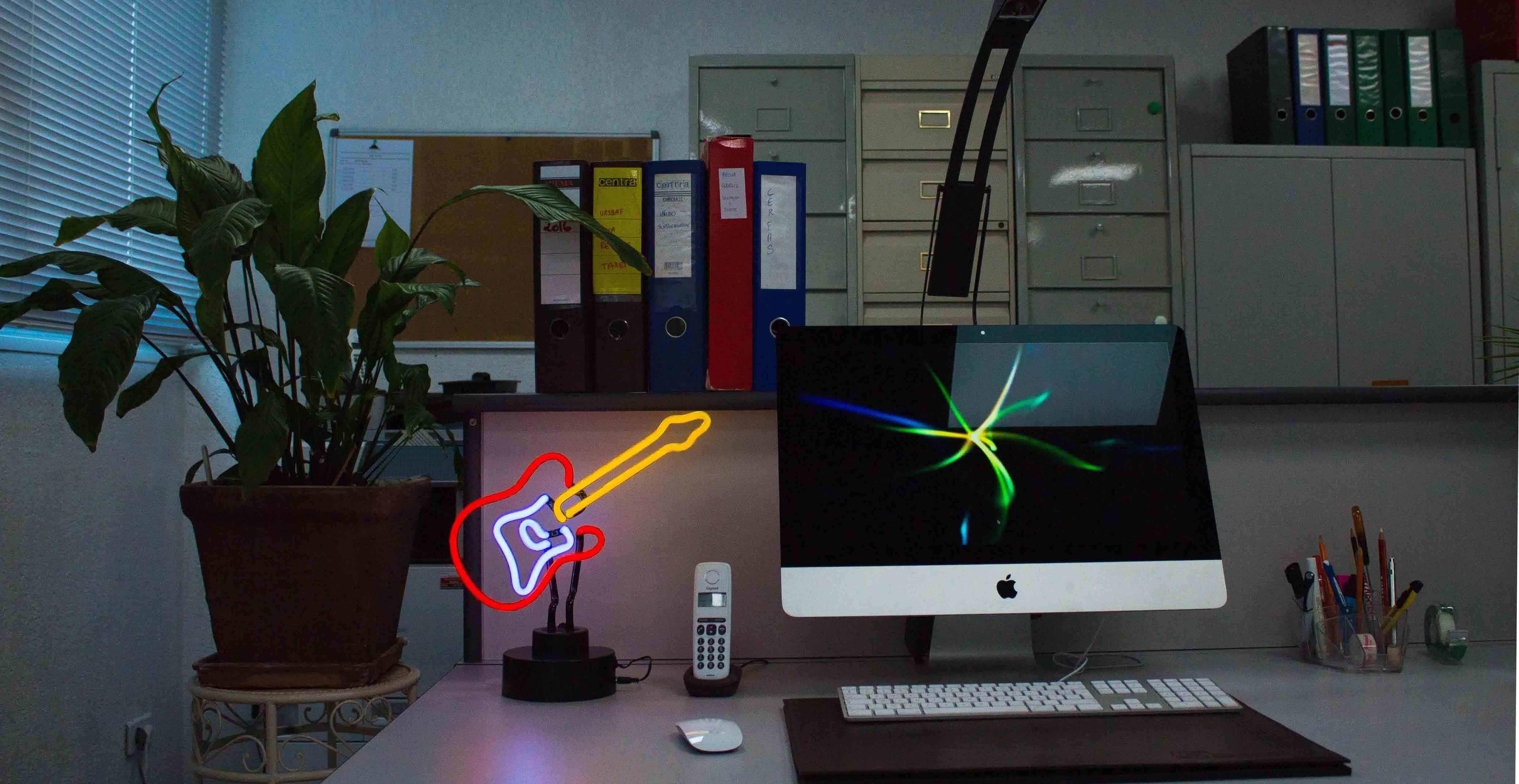 Luminaires & horloges designs en néon